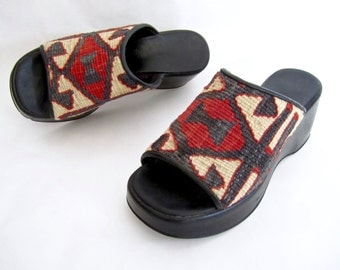 GORGEOUS vintage 1980's kilim TAPESTRY slides turkish woven wool PLATFORMS womens 7 unique bohemian ethnic geometrics boho gypsy style