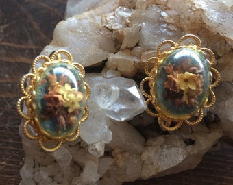 Vintage dried flower earrings.