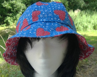 Blue and red Reversible bucket hat with hearts and paisley