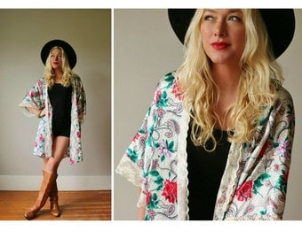 ON SALE 1980s Paisley Dot Robe~Free Size