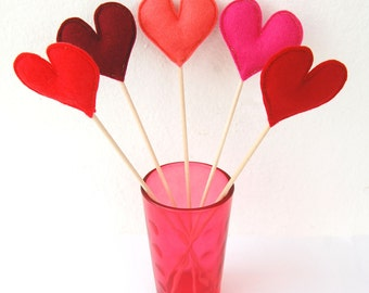 Bunch of Red Felt Hearts - Set of 5 Plush Handmade Felt Love Hearts on sticks in shades of red. Heart Toppers. Felt Heart Sticks. Red Shades
