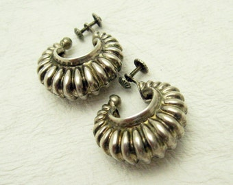 Sterling Shrimp Earrings Screw On Repousse Jewelry E6982