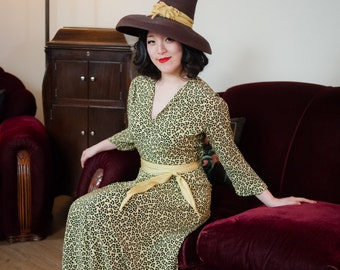 Vintage 1940s Dress - Phenomenal Novelty Hat Print Rayon 40s Day Dress with Peaked Pilgrim Hat Motif