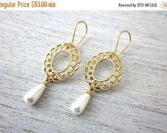 Sale 20% OFF Jessica Dangling Earrings in Gold, Wedding Earrings, Bridal Pearl Earrings