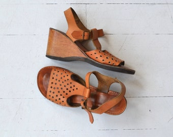 Dot Matrix t-strap wedges | vintage 1970s tooled leather sandals | leather 70s wedge shoes 6.5