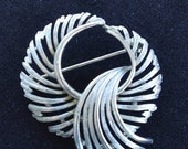 "On Sale Pretty Vintage Silver tone Circle Swirl Brooch, Pin, ""Lisner"" (J5)"