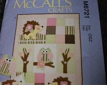 McCalls Crafts M6721 Pillows and Quilt