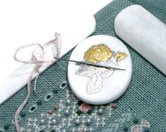 Needle Minder Beaded Needle Magnet Oval White Gold Silver Flower Cross Stitch Hardanger Needlepoint Magnet DIY Crafts Needle Keeper
