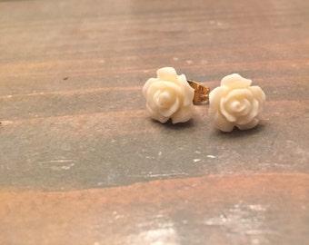 Flower stud earrings, flower earrings, wedding jewelry, white flower stud earrings, bohemian jewelry