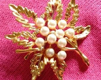 Vintage Leaf Pearl Rhinstone Brooch Pin GOLD TONE