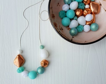 sandy toes necklace - vintage lucite - beach jewelry - aqua turquoise copper white