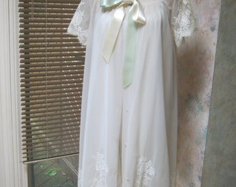 Vintage ivory peignoir set size Small, lavish lace double layers robe nightgown set, Eyeful by the Flaums negligee nightwear, wedding night