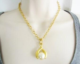 Vintage gold drop pearl necklace  (N1)