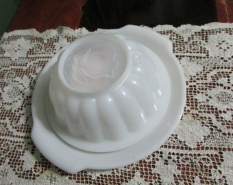 Tupperware Jello Mold with 4 designs Seals and Serving Plate
