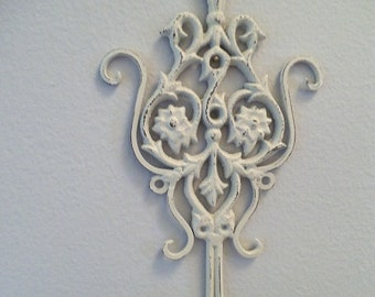 Shabby Chic Wrought Iron Distressed White Scrolly HOOKS ~ Keys ~ Jewelry