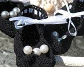 Black Mary Jane Booties for baby girls with pearls in size 0-1 and 1-2 are handmade from cotton crochet thread