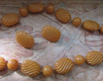 Vintage BUTTERSCOTCH Bakelite PLASTIC Necklace and Earrings