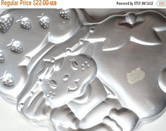 FALL SALE Vintage Strawberry Shortcake Cake Pan Wilton 1980s