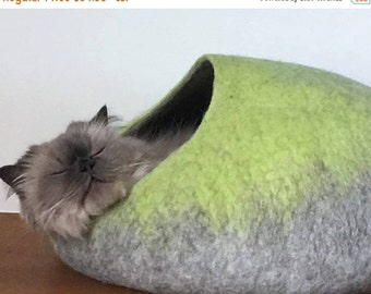 Summer SALE Cat Cave / cat bed - handmade felt - Lime Green/Grey or all Lime Green - S,M,L,Xl + free felted balls