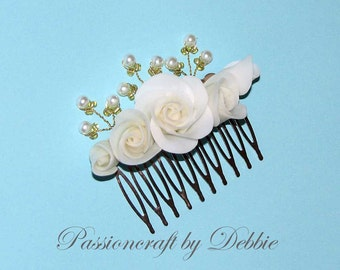 White and gold floral wedding bridal pearl decorative hair comb accesory