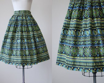 50s Skirt - Vintage 1950s Skirt - Novelty Print Tribal Sun Cotton Full Skirt S M - My Aim Is True