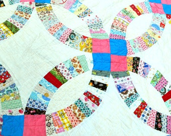 Beautiful Distressed 1960s Hand Stitched Double Wedding Ring Vintage Patchwork Quilt