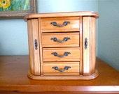 Large Vintage Jewelry Trinket Box Natural Oak Wood Mirror Jewelry box, Flue De Lies Brass