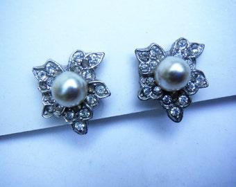 Art Deco Pot Metal Leaf Crystal Rhinestones & Faux Pearl Screw back Earrings Vintage