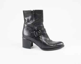 90s Black Leather Biker Boots Motorcycle Boots Buckle Strap Chelsea Boots Harness Chunky Heel Ankle Boots Rocker Elastic Zip Up (6) E584