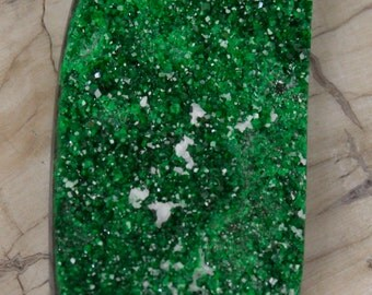 Green Uvarovite Drusy Druzy With White Calcite Cabochon