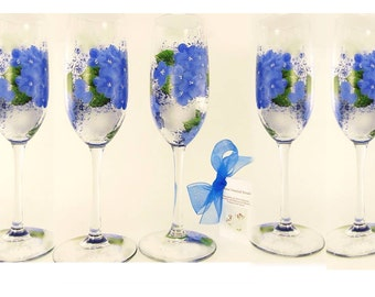 Personalized Bridesmaids' Champagne Glasses 6x - Blue Hydrangea Flowers Green Leaves Set of 6 - Custom Maid of Honor Gift Champagne Flutes
