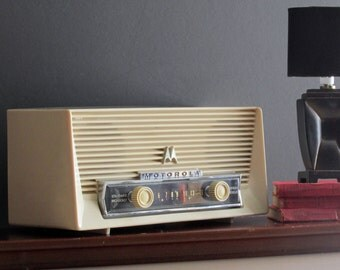 vintage radio -Motorola - Mad Men era -Fabulous Fifties