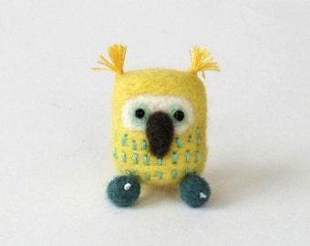 Needle felted owl pin, felt bird brooch - lemon yellow and teal, owl gift, woodland animal, kids brooch