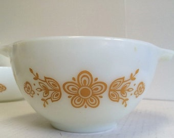 Pyrex Butterfly Gold Bowl Cinderella Nesting Bowl Ovenware #441  1 1/2 Pint Vintage 70s