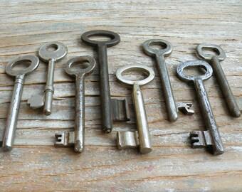 vintage iron skeleton keys - 8 old keys  (T-22b)