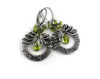 Wire wrapped earring,green peridote earring, dangle gemstone earring, sterling silver jewely