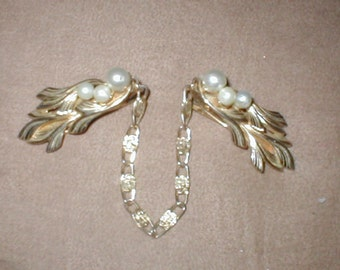 Vintage Gold Tone Metal & Pearl Sweater Guard Clip Chain