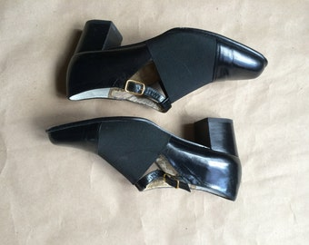 vintage 90's black cut out leather and elastic /  chunky square block heel  / Mary Janes / elastic overlay / side buckle