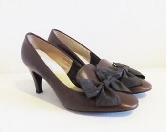 Vintage Brown Leather Pumps / 60's 70's Woman's Size 7 Classic Shoe Clip Bow Heels