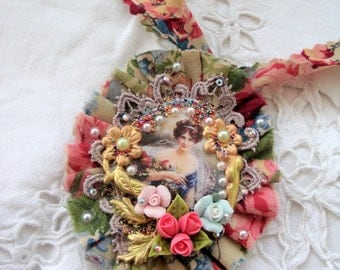 Vintage necklace romantic flower with lady
