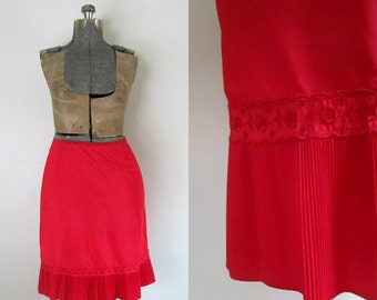 1950s Red Taffetta Half Slip / Vintage Barbizon Tafredda Size Large