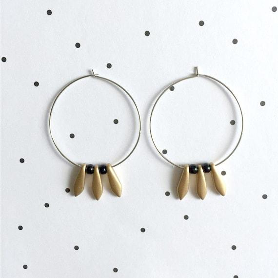 Hoop earring, ear, brass, nickel free, two sizes diameter possibilities, oval, glass bead, gold bead, black seed bead, les perles rares