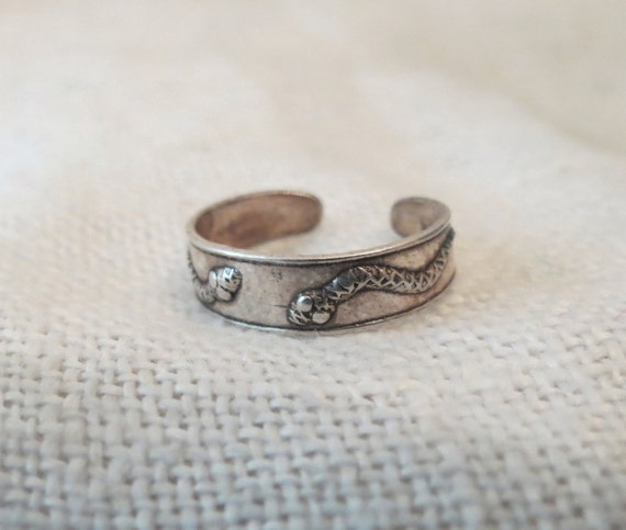 unique snake design midi or toe ring sz 3 by cloud9eclectic