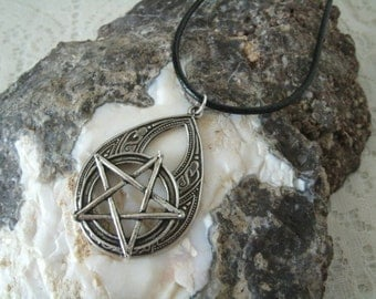 Pentacle Necklace, wiccan jewelry pagan jewelry wicca jewelry mens jewelry pentagram witchcraft witch gothic wiccan necklace pagan necklace