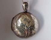 Lovely large round vintage scroll engraved sterling silver double picture locket - full set of hallmarks