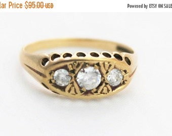 SUMMER SALE Vintage Ladies Cubic Zirconia Gypsy Three Stone Ring Yellow Gold 9ct 9k | FREE Shipping | Size P.5 / 8