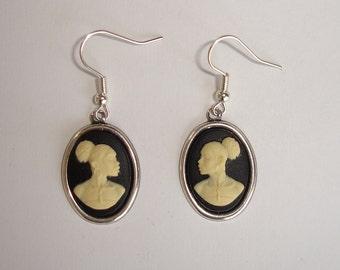Boucles d'oreilles camées portrait de femme africaine droit et gauche sur supports laiton argenté