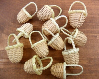 "25 Baskets Miniature Wicker 1 3/8"" H x 5/8"" W"
