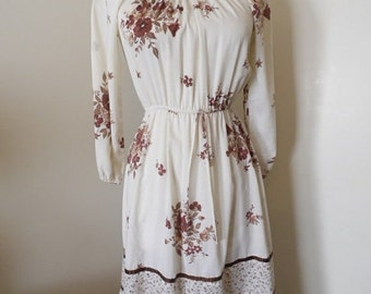 50% OFF SALE Vintage Cream Dress with Flowers/Size Small