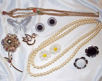 SALE 24.00  Lot of SARAH COVENTRY Vintage Jewelry *  8 pieces * Rhinestones, Faux Pearls, Butterfly, Daisy - Nice assortment!
